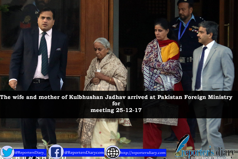 The wife and mother of Kulbhushan Jadhav arrived at Pakistan Foreign Ministry for meeting 25-12-17